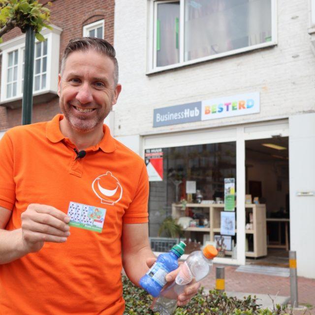 Primeur #PETsparen in Tilburg: Lege petflesje zijn nu geld waard, lever ze in!